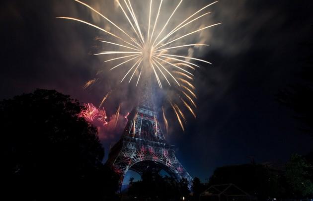 14-juillet-feu-artifice-phare-étoile-blanche---630x405---©-DR
